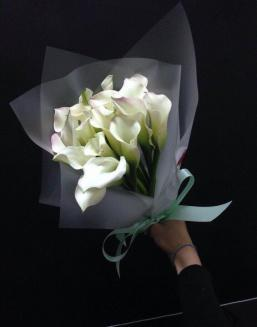 Bouquet of 15 white callas | Flowers to girlfriend