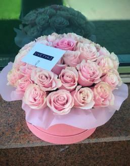 Original box with roses | 25 pink flowers to girlfriend flowers