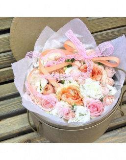 Gentle peonies in a round decorative box | 25 pink flowers to girlfriend flowers