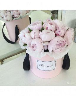 Peonies in a pink round box | 25 pink flowers to girlfriend flowers